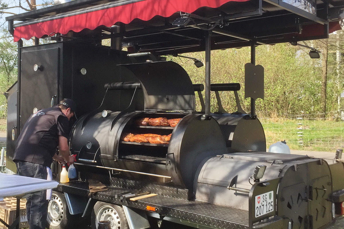 Catering mit Smoker Grill